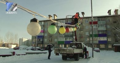 В городе уже устанавливаются ёлки и детские горки