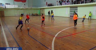 Девичья команда по футболу провела свою очередную встречу