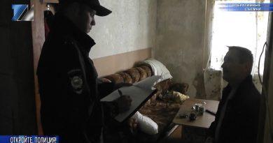 Сотрудники полиции проверяют общежитие по ул. Комарова, 1