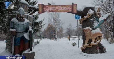 Фигуры с Аллеи сказок готовят к зиме