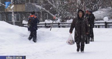 Усиленные снегопады добавили работы коммунальщикам
