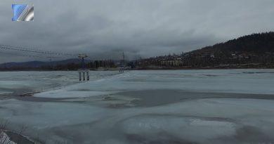 Лёд постепенно отрывается