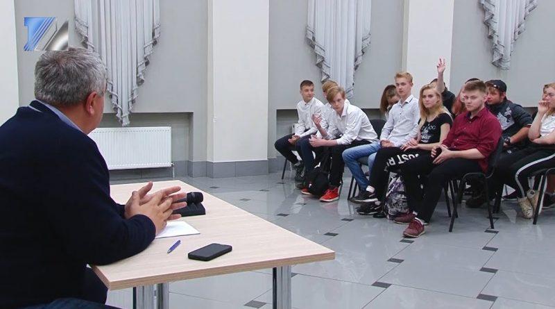 В. Чернов встретился с молодёжью города